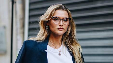 Vahvakehyksiset silmälasit ovat hurmaajia, jotka eivät huomiota kaihda.
