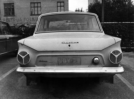 Poliisi antaa julkisuuteen Kalevin Cortinan kuvia saadakseen autosta havaintoja Liisan murhayöltä. Yhtään varmaa havaintoa ei tule.