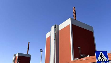 Olkiluodon ydinvoimalat 1 ja 2 kuvattuina ensimmäisen voimalan vuosihuoltopäivänä Eurajoella 29. toukokuuta 2018.