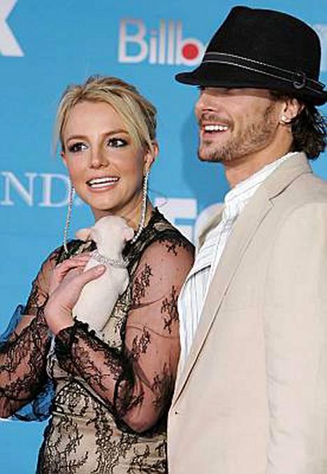 Joulukuussa 2004 otetussa kuvassa Britney Spears ja Kevin Federline olivat vielä onnellisesti yhdessä.