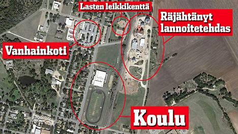 Räjähtänyt West Fertilizer -lannoitetehdas näyttää satelliittikuvassa varsin vaatimattomalta. Se koostuu kolmesta neljästä siilosta ja kahdesta tuotantorakennuksesta.  Tehtaan välittömässä läheisyydessä on mm. leikkienttä, vanhainkoti ja koulu.