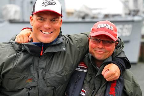 Antti Anttila (vasemmalla) ja Markku Tiusanen työskentelevät molemmat kalastusoppaina.