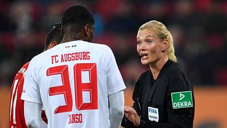 Naispäätuomari oli liikaa Iranin valtiolliselle tv-kanavalle – peruutti Bundesliiga-ottelun lähetyksen
