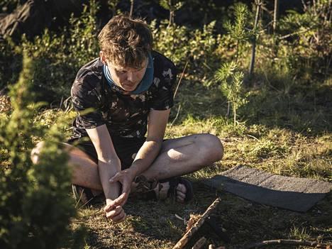 Juuso Karikuusen erityistaito Selviytyjissä oli tietämys erilaisista villiyrteistä, joista voi valmistaa maukasta syötävää.