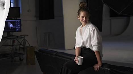 Sofia Oksanen on tuttu nimi muodin seuraajille. Nyt hän on tehnyt ensimmäisen pukusuunnittelunsa pitkään elokuvaan.