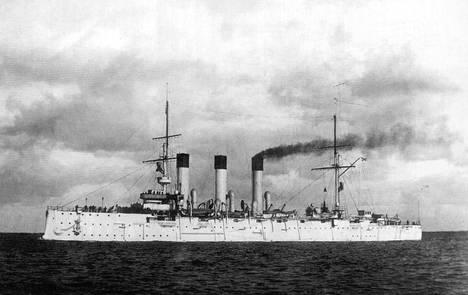 Risteilijä Aurora joutui omien tulen kohteeksi Doggermatalikon kaaoksen keskellä.