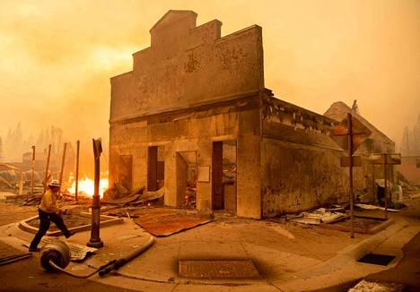 Tältä Greenvillen keskustassa näytti Dixie-palon pyyhkäistyä sen yli.