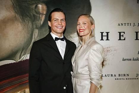 Rakastavaisia näytelleet Johannes Holopainen ja Laura Birn kertoivat yhteistyön sujuneen hienosti.