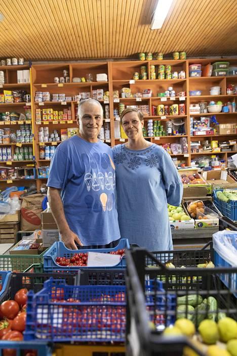 Vuodesta 1991 Kreetalla asunut Johanna Litmo pitää kreikkalaisen miehensä Manolis Heretakisin kanssa pientä sekatavarakauppaa Haniassa.