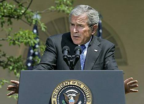 Bushin hihaan hyökättiin valkoisin asein.