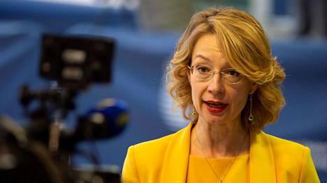 Eurooppaministeri Tytti Tuppurainen puhui medialle Luxemburgissa.