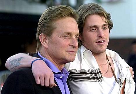 Kovasti isänsä Michael Douglasin näköinen Cameron Douglas on joutunut vaikeuksiin.