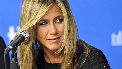 Jennifer Aniston leikkasi pitkät hiuksensa. Katso kuvalinkistä uusi tukka!