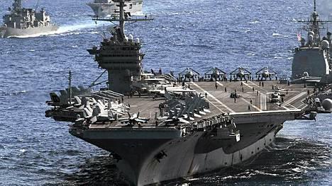 332,8 metriä pikä USS George Washington on maailman suurimpia lentotukialuksia.