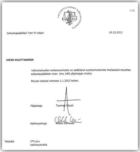 Yli-Viikarin esikuntapäällikön virka muutettiin ylijohtajan viraksi vuoden 2013 alusta alkaen. Ylijohtajana Yli-Viikarin palkka nousi lopulta 8900 euroon.