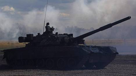 Venäläinen T-80-panssarivaunu kuvattu harjoituksissa lähellä Moskovaa vuonna 2012.