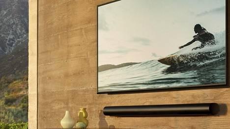 Soundbarin voi joko kiinnittää seinään tai jättää televisiotasolle makuulleen.