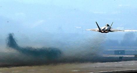 USA on lähettänyt F22 Raptor -hävittäjänsä Etelä-Koreaan.