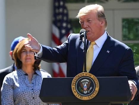 Presidentti Donald Trump kuittasi New York Timesin artikkelin valheena.