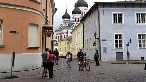 –Tärkein syy on se, että Tallinnaan on helppo houkutella Suomesta ja muualta nuoria työntekijöitä. Tallinna on tällä hetkellä cool, toimialajohtaja Tiina Häkkä Tiedosta kertoo.