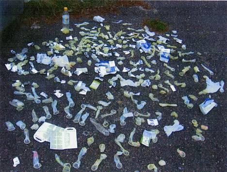 Viimeisen iskun jälkeen poliisi laski roskiksista löytyneet käytetyt kondomit: 311 kappaletta.