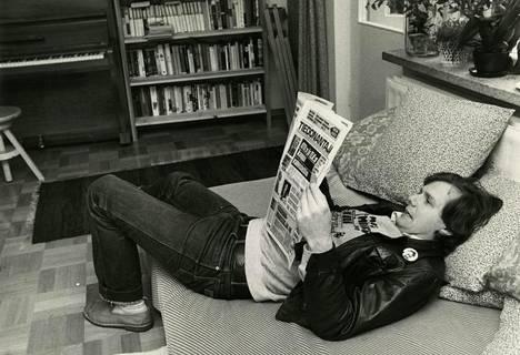 Ahti muistaa menneiltä vuosilta monta epidemiaa, ja se rauhoittaa. Tästäkin selvitään, hän tuumaa. Kuva vuodelta 1981.