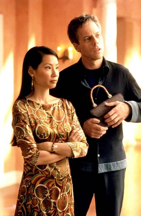 Lucy Liun esittämästä Lingistä ja Greg Germannin Richardista tuli sarjassa rakastavaiset.