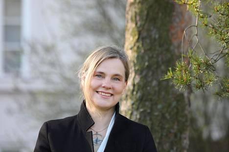 Neurologian erikoislääkäri, professori Anne Koivisto on kollegojensa tavoin erittäin huolestunut koronan takia eristyksiin joutuneista muistisairaista ja muista riskiryhmistä.
