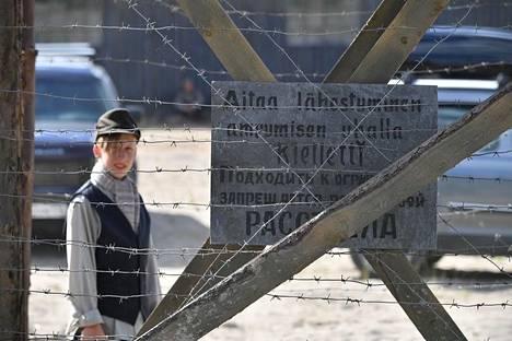 Karjalassa kuvattu Vesuri-elokuva kertoo suomalaisten ylläpitämille siviilien vankileireille joutuneista neuvostoliittolaisista lapsista jatkosodan ajalta 1941-44.