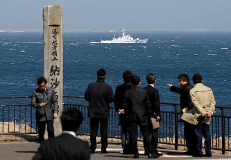 Kuva on otettu Japanin Hokkaidon saarella. Horisontissa siintävät Venäjän hallussaan pitämät kiistellyt Kuriilien saaret.