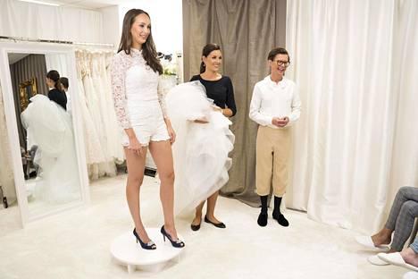 Emilian kokeilema shortsipuku ei saa perhettä huokailemaan ihastuksesta.