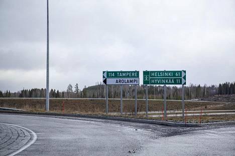 Riihimäki päätti taannoin kaupunginvaltuuston kokouksessaan, että se hankkii noin 50 hehtaarin kiinteistöalueen tarvittaessa lunastamalla. Pakkolunastukseen turvautuu moni muukin kaupunki.