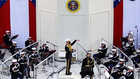 Merijalkaväen soittokunta esitti Joe Bidenin virkaanastujaisissa osan Finlandia-hymnistä, mutta Jean Sibeliuksen nimeä ei mainittu.