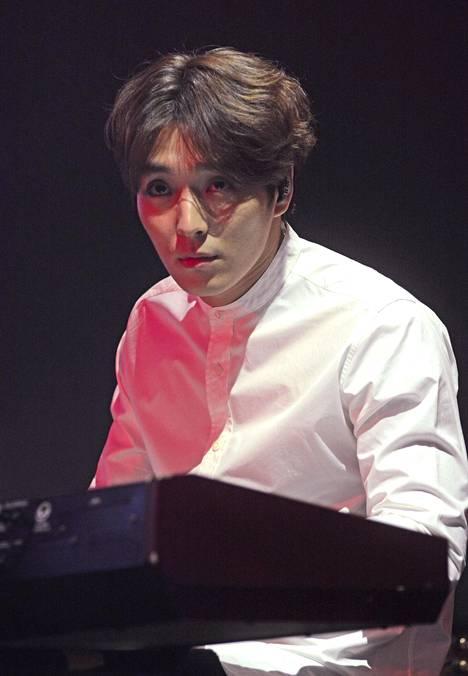 Kuvassa tunnettu K-Pop-tähti Choi Jong-hoon, joka tuomittiin seksuaalisesta hyväksikäytöstä vankeuteen.