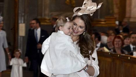 Madeleinen ja Chris O'Neillin toisen lapsen on määrä syntyä kesäkuussa. Perheen esikoinen Leonore on yksivuotias.