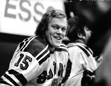 Lauri Mononen on Suomen jääkiekkoleijona numero 75. Hänet aateloitiin jääkiekkoleijonaksi vuonna 1991.