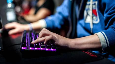 Counter-Strike on yksi suosituimmista peleistä Pohjoismaissa. Nyt kolmen maan koulujoukkueet ottavat mittaa toisistaan Helsingissä.