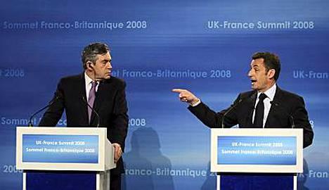 Britannian pääministeri Gordon Brown (vas) ja Ranskan presidentti Nicolas Sarkozy sopivat muun muassa Britannian ja Ranskan yhteisistä ponnisteluista ydinvoiman lisäämiseksi ja uuden sukupolven ydinvoimaloiden kehittämiseksi.