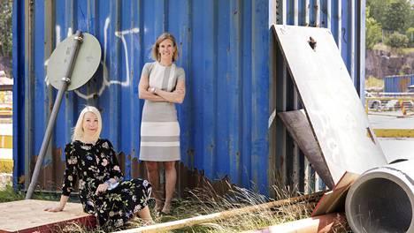 """Henriikka Hellström (vas.) ja Miimu Airaksinen olivat perustamassa Suomen Rakennusinsinöörien Liiton naisverkostoa. """"Pohdimme, miksi johtopaikoilla on niin vähän naisia, vaikka alan väestä heitä on noin neljännes."""""""