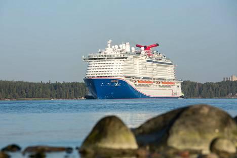 Aluksella on mittaa 340 metriä.