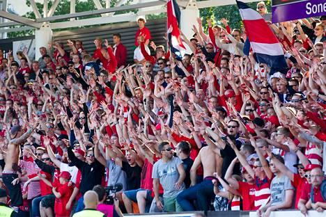 HIFK:n fanit ovat poistuneet Stadin derbyistä toistaiseksi tyytyväisempinä kuin HJK:n kannattajat.