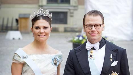 Ruotsin kuningashuone julkaisi myös yhteiskuvia kuninkaallisesta avioparista.