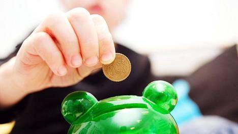 """Paasi laskee, että """"lapsesta leivotaankin sitten eläkemiljonääri 13 812,34 euron kertasijoituksella."""""""