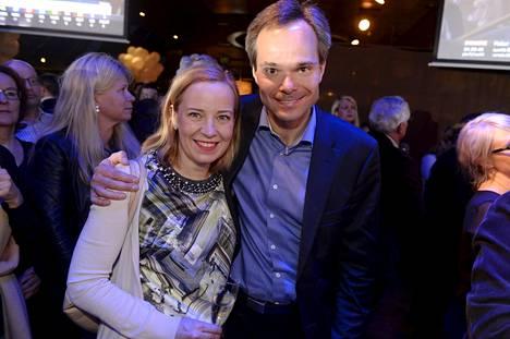 Kokoomuksen kansanedustajaehdokkaat Sanna Lauslahti ja Kai Mykkänen vaalivalvojaisissa ravintola Maxinessa Helsingissä.