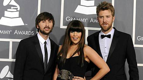 Lady Antebellumin Dave Haywood (vas.), Hillary Scott ja Charles Kelley voittivat viisi Grammyä.