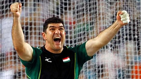 Dilshod Nazarov tuulettaa Daegun MM-kisoissa 2011.