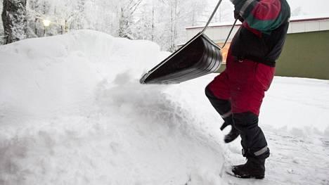 Pidä taukoja ja mieti ennen kolaamista, minne lumet kasaat.