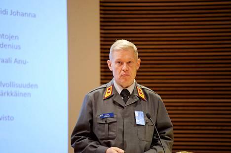 Puolustusvoimien koulutuspäällikkö prikaatikenraali Jukka Sonnisen mukaan vihreiden tilaisuudessa käsitellyssä mallissa ei olisi naisten kohdalla kyse oikeista kutsunnoista.