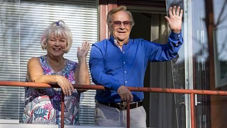 Jorma ja Anna-Liisa Pulkkinen joutuivat palaamaan Espanjasta koronakeväänä 2020. Nyt koti Espanjassa on myytävänä.