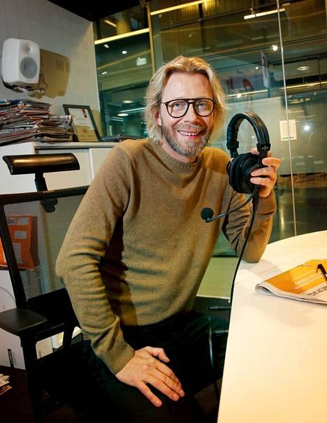 Kimmo Vehviläinen on tunnettu suomalainen radio- ja tv-juontaja.